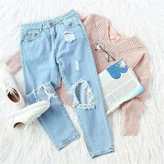 ✨ Ripped skinny jeans are a classic way to keep your outfit looking casual, as well as being subtly stylish :two_hearts  #sweater #jeans #knits #cozylook #effortlesschic ✨