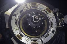 Primer plano de el mecanismo de acoplamiento de la nave rusa de reabastecimiento progreso 52 ISS.