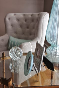 Mix aqua with taupe for a stunning color palette.