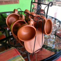 Tazas de barro Nueva Segovia. Potters Clay, Vegetable Bed, Mexican Kitchens, Cactus Pot, Indian Kitchen, Different Vegetables, Pottery Studio, Traditional Kitchen, Home Decor Kitchen