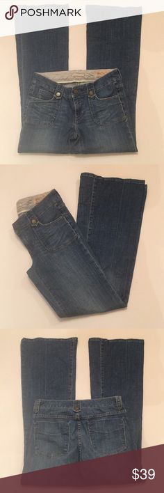 """Gap Limited Edition Low Rise Flared Jeans EUC size 28/6 made of 99% cotton and 1% spandex. It measures approximately 15"""" flat at the waist and the hips measure approximately 16.5"""" flat. The rise measures approximately 7.5"""" flat. The inseam measures approximately 32"""" long. The flare measures approximately 11"""" flat across GAP Jeans Flare & Wide Leg"""