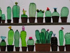 As esculturas de animais e plantas de plástico reciclado de garrafas PET de Veronika Richterová