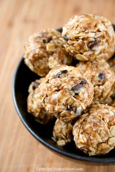 Peanut Butter Energy Bites | www.crunchycreamysweet.com | quick and easy bites packed with flavor and so good for you! Great snack for busy days! #peanutbutter #cookies