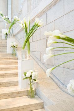 Calla Lily wedding decor super pretty in stairwell in the inn for reception! Lys Calla, Calla Lillies, Design Floral, Deco Floral, Calla Lily Wedding Flowers, Wedding Bouquets, Ceremony Decorations, Wedding Centerpieces, Calla Lily Centerpieces