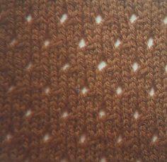 Lochmuster gehören zu den sehr beliebten Strickmustern, denn sie geben der Strickarbeit eine filigrane und luftigleichte Note. Insgesamt sehen Lochmuster dabei wesentlich schwieriger aus, als sie letztlich zu stricken sind, allerdings müssen für Lochmuster einige [...]