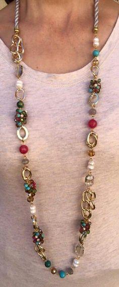 Collar con piedras, cristales y perlas en cadena de aluminio