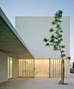 Image 2 of 28 from gallery of Mortuary in the field of Cartagena / Martín Lejarraga. Photograph by David Frutos Scandinavian Architecture, Minimalist Architecture, Great Buildings And Structures, Modern Buildings, Education Architecture, Facade Architecture, Modern Courtyard, Style Minimaliste, Futuristic Design