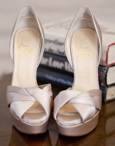 Gold Bridal Shoes .... Would love these in blue ...