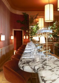 [New] The 10 All-Time Best Home Decor (Right Now) - Home Decor by Judith Kennedy - This bar at restaurant Girafe was designed by Joseph Dirand. The Bar was carved from a single piece of marble. Interior Design Software, Salon Interior Design, Restaurant Interior Design, Luxury Interior, Restaurant Interiors, Cafe Interiors, Restaurant Furniture, Contemporary Interior, Interior Ideas