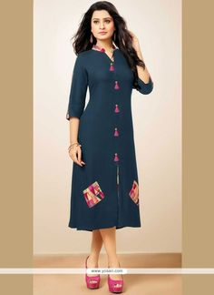 56 Modest Casual Style Outfits To Update You Wardrobe This Winter – Fashion New Trends Simple Kurti Designs, Kurti Neck Designs, Kurti Designs Party Wear, Blouse Designs, Frock Fashion, Fashion Dresses, Fashion Edgy, Cheap Fashion, Woman Fashion