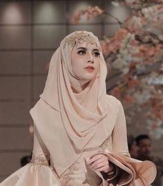 51 Ideas bridal hijab ideas muslim brides for 2019 Muslim Wedding Gown, Muslimah Wedding Dress, Muslim Wedding Dresses, Muslim Brides, Wedding Gowns, Muslim Couples, Wedding Cakes, Muslim Girls, Bridal Dresses