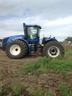 The new holland is my packing tractor for this summer Big Tractors, Ford Tractors, Vintage Tractors, New Holland Ford, New Holland Tractor, New Holland Agriculture, Engin, Ford News, Rubber Tires