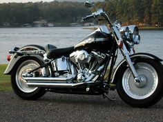"""Sleek as can be. Harley """"Fatboy"""", as mentioned by Abby Sciuto in """"Model Behavior."""" Her ex-boyfriend, Billy Bob tried to run her over with it. Harley Davidson Forum, Harley Davidson Tattoos, Harley Davidson Custom Bike, Classic Harley Davidson, Used Harley Davidson, Harley Davidson Chopper, Harley Davidson Motorcycles, Hd Motorcycles, Harley Fatboy"""