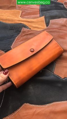 Leather Wallet Pattern, Small Leather Wallet, Handmade Leather Wallet, Wallets For Women Leather, Coach Leather Bag, Leather Clutch, Leather Purses, Leather Art, Leather Projects