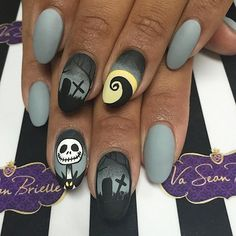 Fun Halloween Nail Art Designs That You Will love To Copy - Nails C Halloween Nail Designs, Christmas Nail Designs, Halloween Nail Art, Christmas Nail Art, Holiday Nails, Halloween Halloween, Diy Christmas, Shellac Nail Designs, Diy Nail Designs