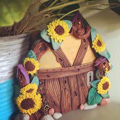 Sunflower Fairy Door. Sculpture Clay, Sculptures, Fairy Doors, Polymer Clay Creations, Sculpting, Crafting, Doors, Porcelain Ceramics, Fimo