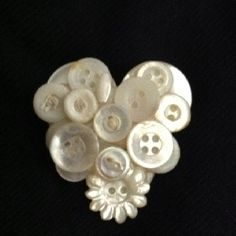 Heart button pin by Theresa Nelson Heart Button, Button Button, Jewelry Crafts, Jewelry Ideas, Diy Necklace, Necklaces, Button Jewellery, Crafts To Make, Diy Crafts