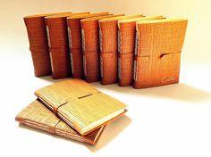 cadernos com capas em couro, encadernação artesanal em ponto haste.  @Luisa Gomes Cardoso para o Canteiro de Alfaces