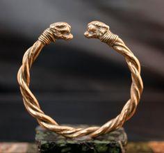bracciale bronzo // fatto a mano / tipologia antica Roma // teste di pantera