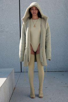 Yeezy Spring 2017 Ready-to-Wear Fashion Show - Corinne Foxx - New York Fashion Week Spring Summer 2017 - Bxy Frey London Fashion Weeks, New York Fashion, Runway Fashion, Fashion Show, Fashion Outfits, Kanye Yeezy, Moda Kanye West, Style Kanye West, Yeezy Season 4