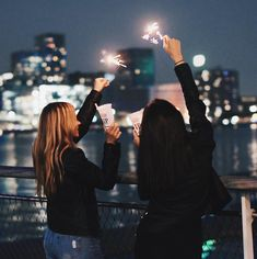 Come shed your light, it makes me shine. You get the message, don't you ever forget it. Let's laugh and cry, untill we die 💫✨… Bff Pictures, Best Friend Pictures, Friend Photos, Best Friend Goals, Best Friends, Birthday Girl Pictures, Best Friend Photography, Friends Instagram, Laughing And Crying