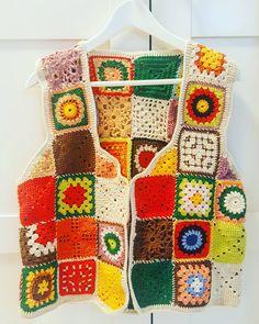@matreshki.rf'in bu Instagram fotoğrafını gör • 917 beğenme Crochet Blouse, Knit Crochet, Crochet World, Top Pattern, Crochet Clothes, Crochet Projects, Diy And Crafts, Blanket, Knitting