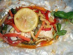 La meilleure recette de Papilotte de cabillaud aux légumes! L'essayer, c'est l'adopter! 5.0/5 (9 votes), 11 Commentaires. Ingrédients: 2 morceaux de filets de cabillaud épais de 240 gr chacun environ, une carotte,une courgette,un poivron rouge,une cac de graines de cumin, 60 gr de beurre,thym, 2 rondelles de citron,plucches de basilic,sel,piment d espelette,papier d alu,papier sulfurisé.