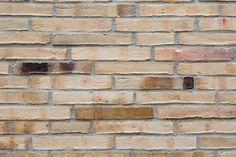 Eine faszinierende Mischung aus schmelz-weißen Ringofenklinkern und Betonelementen für den Kiez in Berlin …