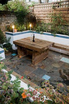 Minimalist-Small-Wooden-Table-Backyard-Garden.jpg (531×800)
