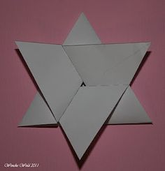 how to make the star fold card Tri Fold Cards, Fancy Fold Cards, Folded Cards, Card Making Tutorials, Card Making Techniques, Hanukkah Cards, Star Cards, Shaped Cards, Card Patterns