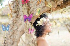 Guirlanda de flores em detalhes de borboleta. @bricorepro