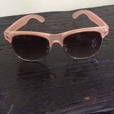 Cute light coral sunglasses Lightly worn, great fit, super comfortable Accessories Sunglasses