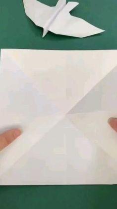 Bird Paper Craft, Paper Folding Crafts, Paper Mache Crafts, Paper Crafts Origami, Paper Crafts For Kids, Diy Paper, Make A Paper Airplane, Paper Plane, Diy Crafts Hacks