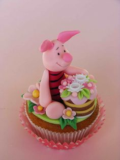 Adorable!  Piglet cupcake by bubolinkata, via Flickr