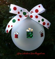 DIY Christmas ornament tutorial using scrapbook appliques Christmas Ornaments To Make, Noel Christmas, Homemade Christmas, Christmas Bulbs, Ornament Crafts, Christmas Projects, Holiday Crafts, Diy Ornaments, Beaded Ornaments