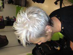 Silver is the new trendy color for short and medium hair! Short Grey Hair, Short Hair Cuts, Pixie Color, Short Hairstyles For Women, Cool Hairstyles, Medium Hair Styles, Short Hair Styles, Silver Haired Beauties, My Hairstyle