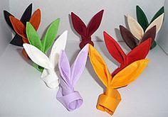 pliage de serviette de table en forme de lapin, table de paques, décoration pour Pâques Gastronomie, recettes de cuisine et traditions en Europe. Information et Tourisme Européen.