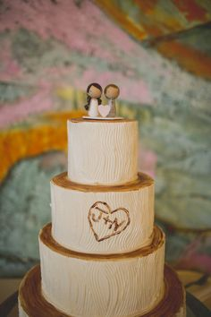 Love this tree cake. The initials carved in it are adorable! Photography: Lime Green Photography - limegreenphotography.com