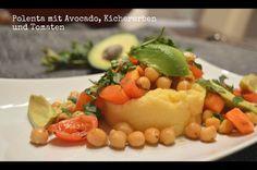 Das Abendessen bei Wonnie wurde dann gleich für zwei Tage auf Vorrat gekocht, damit sich ganz brav aufs lernen konzentriert werden kann: Polenta mit Avocado, Kichererbsen und Tomaten.