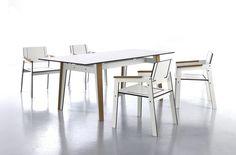 Wysoka wytrzymałość oraz odporność na wszelkie warunki atmosferyczne w połączeniu z niewielką grubością materiału umożliwia wykorzystywanie krzeseł Jig także na zewnątrz.