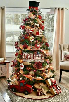 Get plenty of inspiration with these beautiful Christmas tree ideas. From rustic to farmhouse Christmas trees, there are ideas for every style of decor. Burlap Christmas Tree, Beautiful Christmas Trees, Christmas Tree Themes, Noel Christmas, Xmas Decorations, Simple Christmas, Diy Christmas Tree Topper, Country Christmas Trees, Christmas Movies