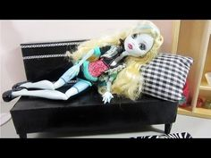 ▶ How to make a doll sofa from recycled materials for your monster High,Barbie or Bratz doll - YouTube