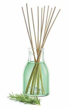 Como fazer um aromatizador caseiro: três vídeos que ensinam a técnica Diy Cleaning Products, Cleaning Hacks, Natural Cosmetics, Diy Garden Decor, Diy Projects To Try, Tricks, Diffuser, Diy And Crafts, Soap