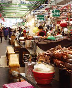 Popular Korean Traditional Market (Gwangjang Shijang in #Seoul)