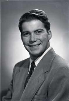Photo of Young William Shatner 3 for fans of William Shatner 29627212 Star Trek Actors, Star Trek Characters, Tv Actors, Star Trek Crew, Star Trek Episodes, Star Trek Captains, Star Trek Images, Star Trek Original Series, Celebrity Stars