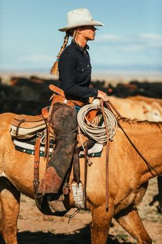 Cowgirl And Horse, Western Girl, Cowboy And Cowgirl, Horse Girl, Country Girl Style, Country Girls, Cowboy Photography, Barrel Racing Horses, Rodeo Outfits