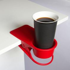 + Design de produto :     Uma solução interessante de suporte para copos.