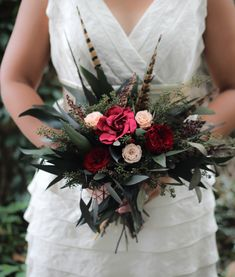 Feather Bouquet, Bridal Bouquet Fall, Winter Bouquet, Fall Bouquets, Flower Bouquet Wedding, Bridal Bouquets, Vintage Wedding Cards, Vintage Wedding Flowers, Winter Wedding Flowers