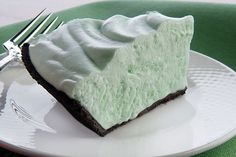 This minty no-bake pie stars creme de menthe, marshmallow creme and whipped cream in a chocolate crumb crust. And it's ready to chill in just 10 minutes.