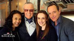 Maurissa Tancheroen, Stan Lee, Elizabeth Henstridge, Clark Gregg || AOS 1x13 TRACKS || 736px × 414px || #cast #crew #bts